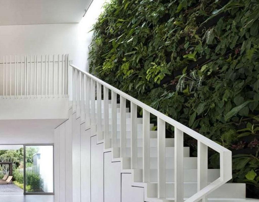 Vertical-Garden-Ideas-stairwell-garden